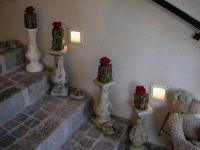 acc25_Kerzenständer auf Treppe